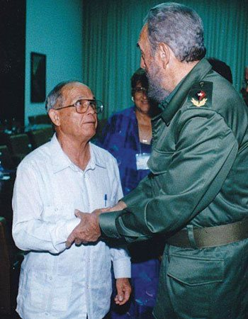 Raul Suárez and Castro at a meeting with Cuban church leaders.